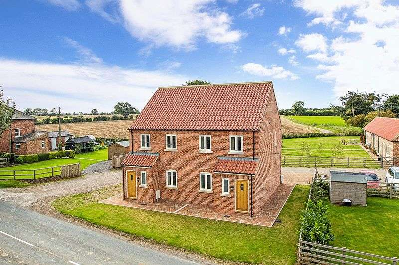 2 Bedrooms Semi Detached House for sale in Bridge Cottage Thornton Bridge Helperby York North Yorkshire YO61 2RH