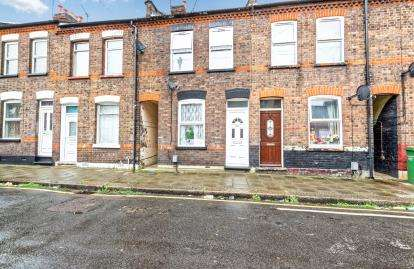 3 Bedrooms Terraced House for sale in Highbury Road, Luton, Bedfordshire