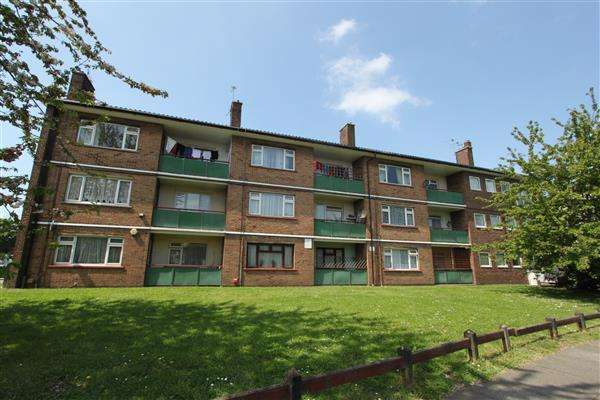 2 Bedrooms Apartment Flat for sale in Patterson Court,, Temple Hill, Dartford