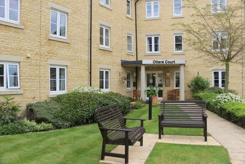 2 Bedrooms Retirement Property for sale in Otters Court, Witney, OX28 1GJ