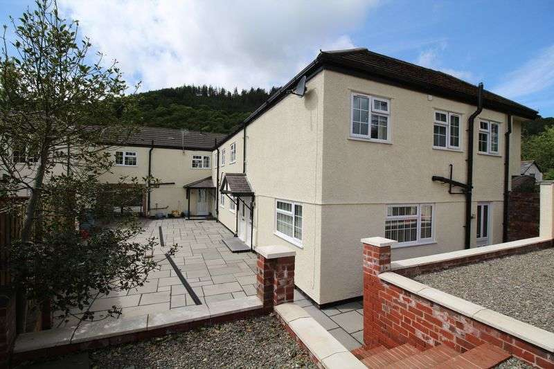 2 Bedrooms Terraced House for sale in Abbey Road, Llangollen