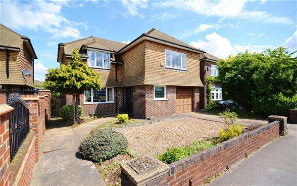 4 Bedrooms Detached House for sale in Orsett Heath Crescent, Orsett Heath