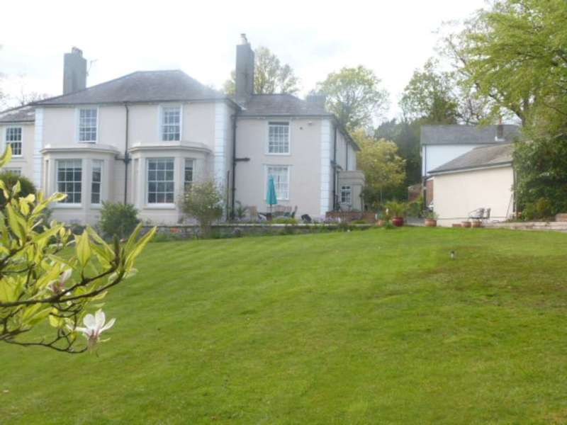 6 Bedrooms Manor House Character Property for sale in Snatts Road, Uckfield, TN22 2AN
