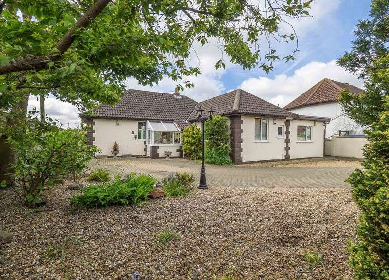 3 Bedrooms Detached Bungalow for sale in Reepham Road, Hellesdon, Norwich