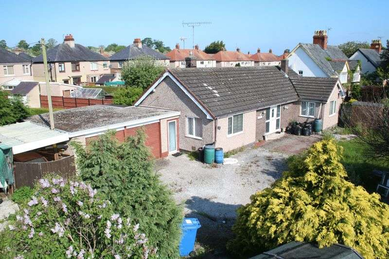 2 Bedrooms Detached Bungalow for sale in Lower Denbigh Road, St. Asaph