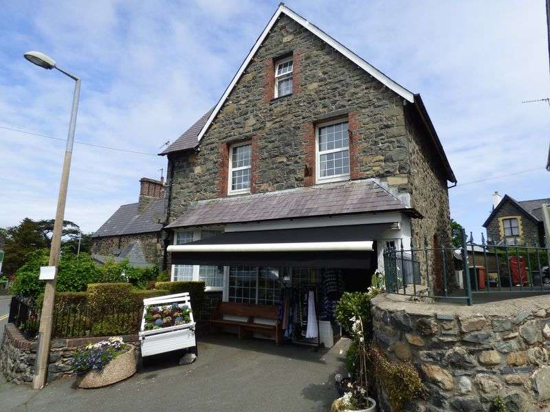 3 Bedrooms Detached House for sale in Village Road, Llanfairfechan