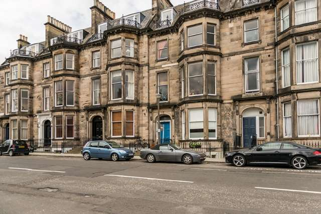 2 Bedrooms Flat for sale in Eglinton Crescent, West End, Edinburgh, EH12 5BU