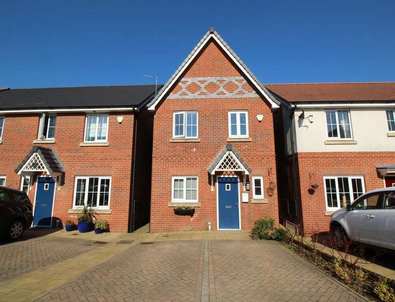 3 Bedrooms Detached House for sale in Trippear Way, HEYWOOD, OL10