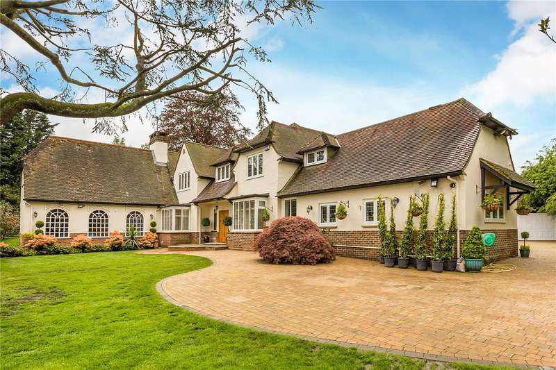 5 Bedrooms Detached House for sale in Lunghurst Road, Woldingham, Surrey, CR3