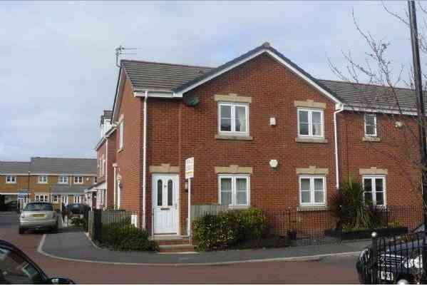 2 Bedrooms Flat for sale in Greenfield Road, Adlington