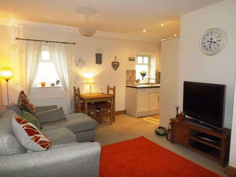 2 Bedrooms Flat for sale in East Farm Park, Guidepost - Upper Floor Apartment