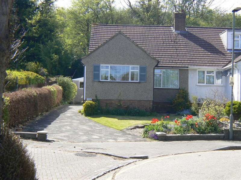 3 Bedrooms Property for sale in Lynne Close, Green Street Green