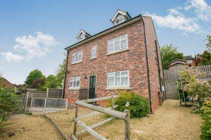3 Bedrooms Detached House for sale in Castle Bank, Castle, Northwich