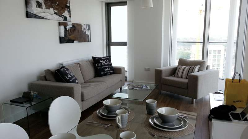 2 Bedrooms Flat for sale in The Tower, Renaissance, Lewisham