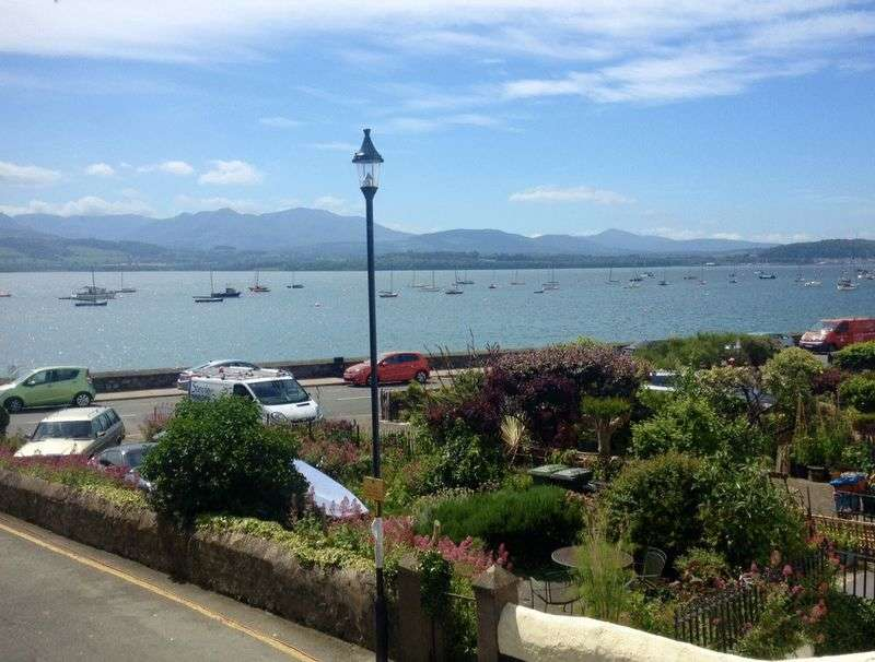 4 Bedrooms Terraced House for sale in Raglan Street, Beaumaris