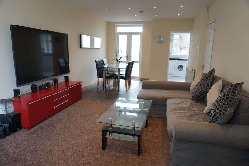 3 Bedrooms Semi Detached House for sale in Dyserth Grove, South Reddish