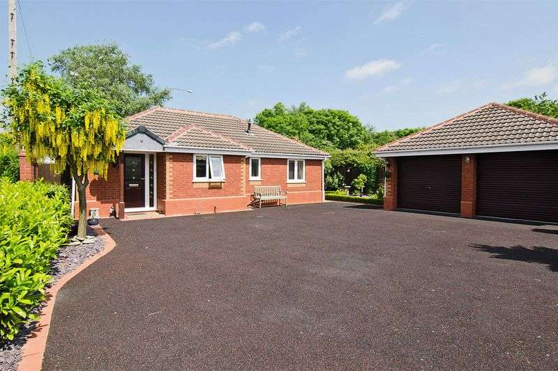 3 Bedrooms Detached Bungalow for sale in Plovers Rise, Rugeley