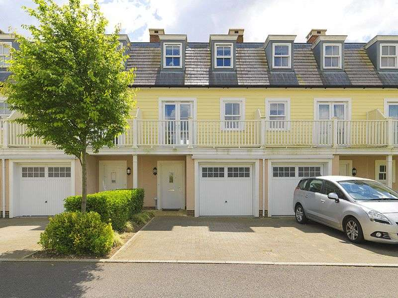 4 Bedrooms Terraced House for sale in Westmount Close, Worcester Park, KT4