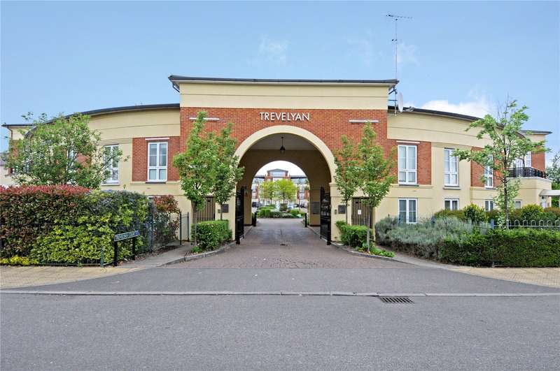 3 Bedrooms Flat for sale in Trevelyan Court, Windsor, Berkshire, SL4