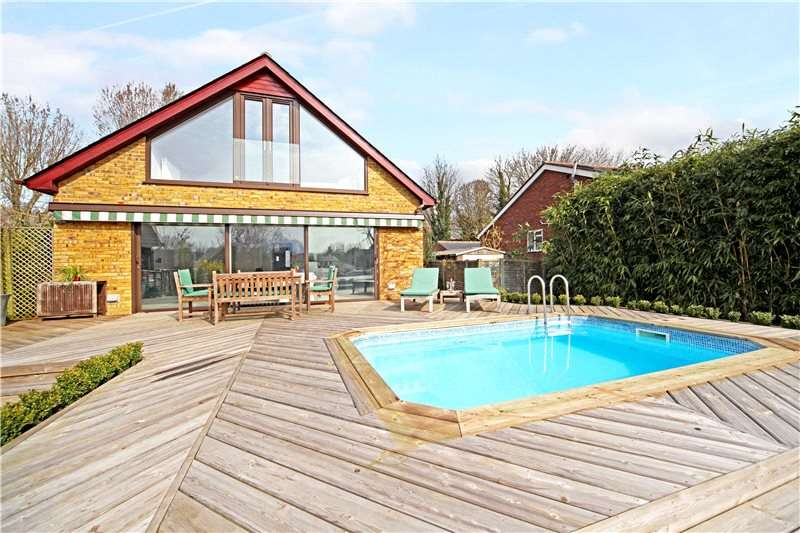 5 Bedrooms Detached House for sale in Penny Lane, Shepperton, Surrey, TW17