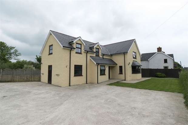 4 Bedrooms Detached House for sale in Boncath, Boncath, Pembrokeshire