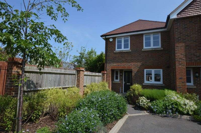 3 Bedrooms Semi Detached House for sale in Dairy Court, Alton, Hampshire