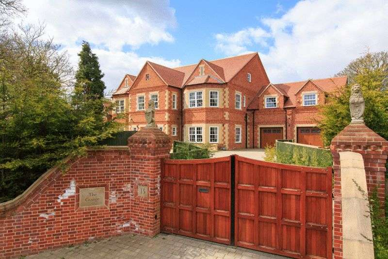 8 Bedrooms Detached House for sale in Blofield Road, Brundall