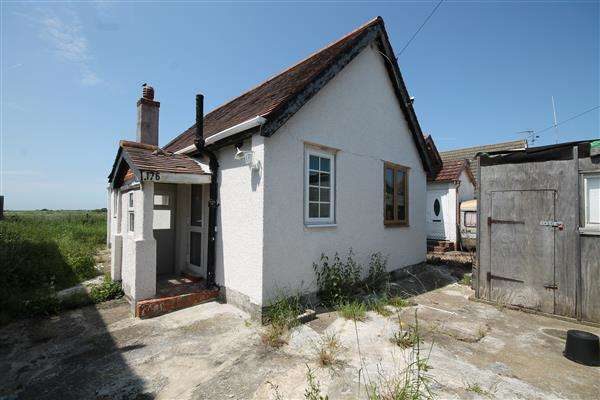 2 Bedrooms Chalet House for sale in Meadow Way, Jaywick Village