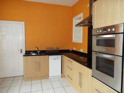 3 Bedrooms Flat for sale in Church House, London Road, Corwen, Denbighshire, LL21