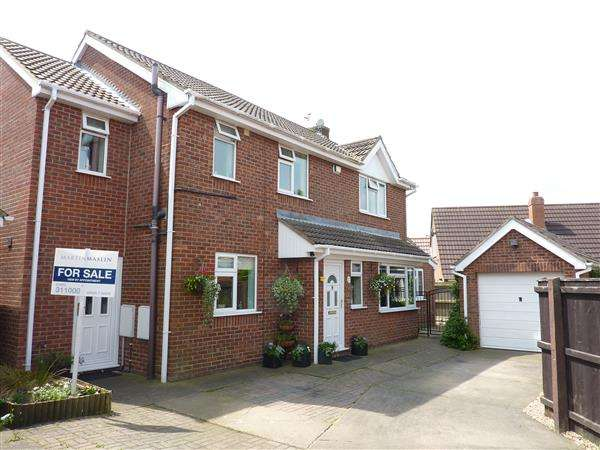 4 Bedrooms Detached House for sale in FOUNTAIN CLOSE, (OFF ROSEDALE), WALTHAM, GRIMSBY