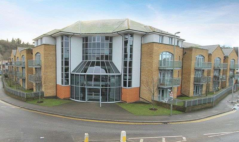 2 Bedrooms Flat for sale in The Atrium, Godalming
