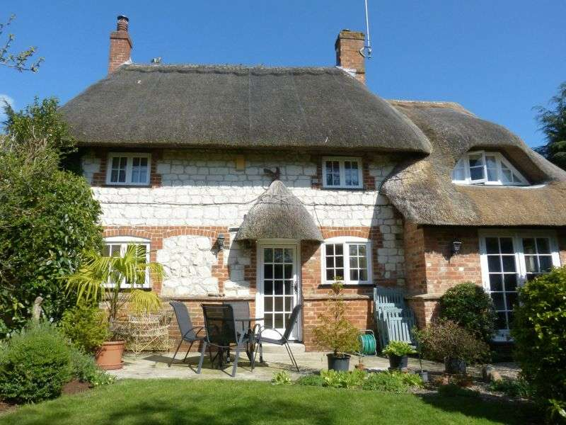 3 Bedrooms Cottage House for sale in Cobweb Cottage, East Chisenbury