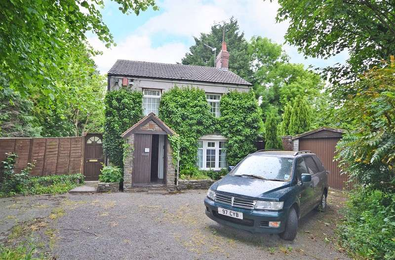 3 Bedrooms Detached House for sale in Liswerry Road, Newport, Gwent. NP19 4LB