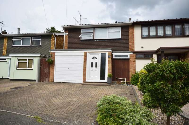 3 Bedrooms Semi Detached House for sale in Highfield Approach, Billericay