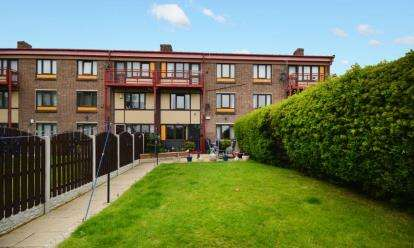 3 Bedrooms Maisonette Flat for sale in Fox Hill Crescent, Sheffield, South Yorkshire
