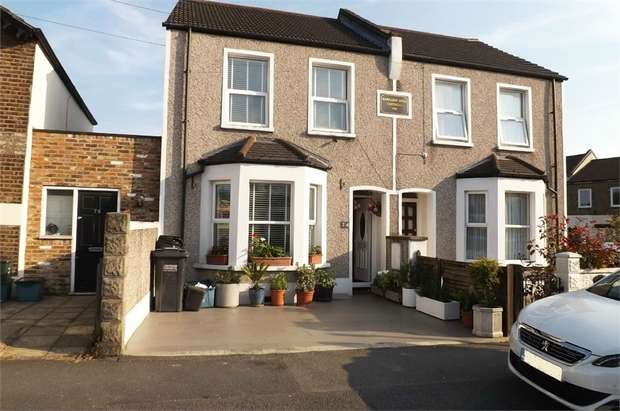3 Bedrooms Terraced House for sale in Northwood Road, Thornton Heath, Surrey