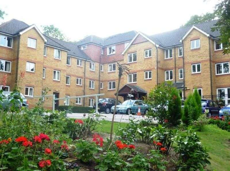 1 Bedroom Flat for sale in Saddlers Court, South Street, Epsom. KT18 7PS