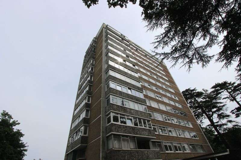 1 Bedroom Flat for sale in Brampton Towers