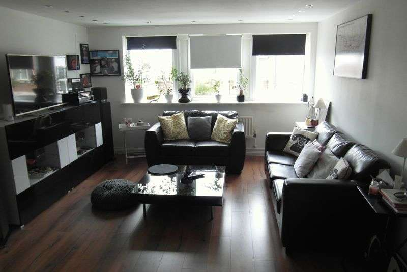 2 Bedrooms Flat for sale in Brighton Road, REDHILL, Surrey
