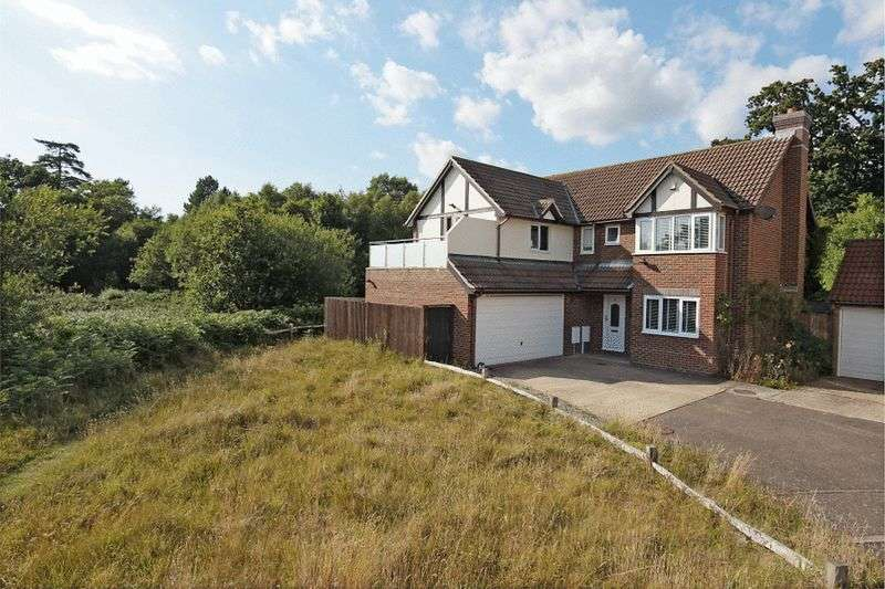 5 Bedrooms Detached House for sale in Saunders Close, Uckfield, East Sussex
