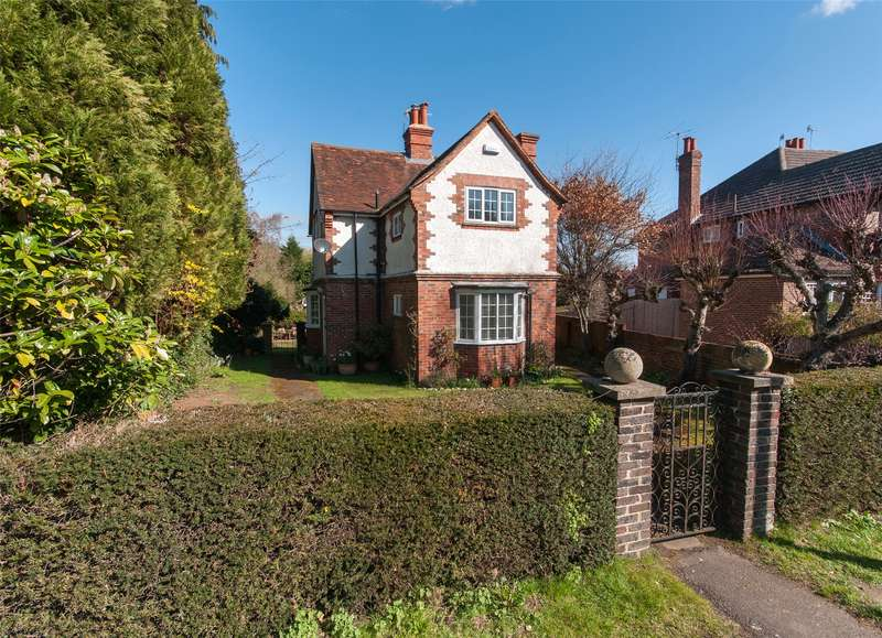 4 Bedrooms Detached House for sale in Westcott Road, Dorking, RH4