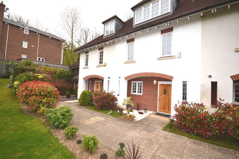 4 Bedrooms Mews House for sale in Cottage Close, Harrow on the Hill, harrow on the Hill