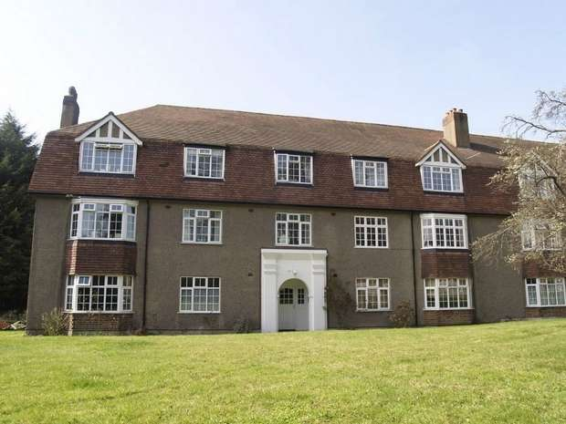 3 Bedrooms Flat for sale in Kingston Road, Ewell Village