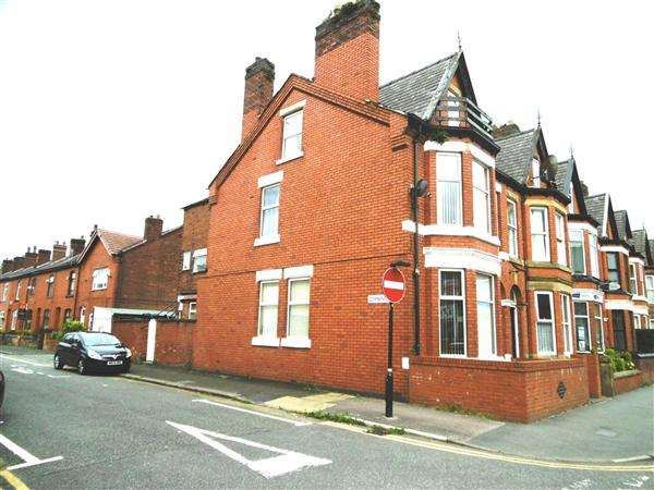 5 Bedrooms Terraced House for sale in Railway Road, Leigh