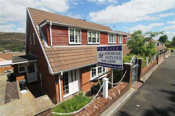3 Bedrooms Bungalow for sale in Greenacre Drive, Tonypandy, Tonypandy