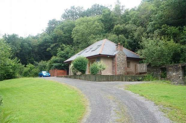 3 Bedrooms Detached Bungalow for sale in Newbridge, NEWPORT, Caerphilly