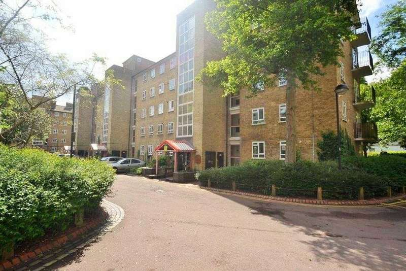1 Bedroom Apartment Flat for sale in Esher Gardens, Wimbledon, London