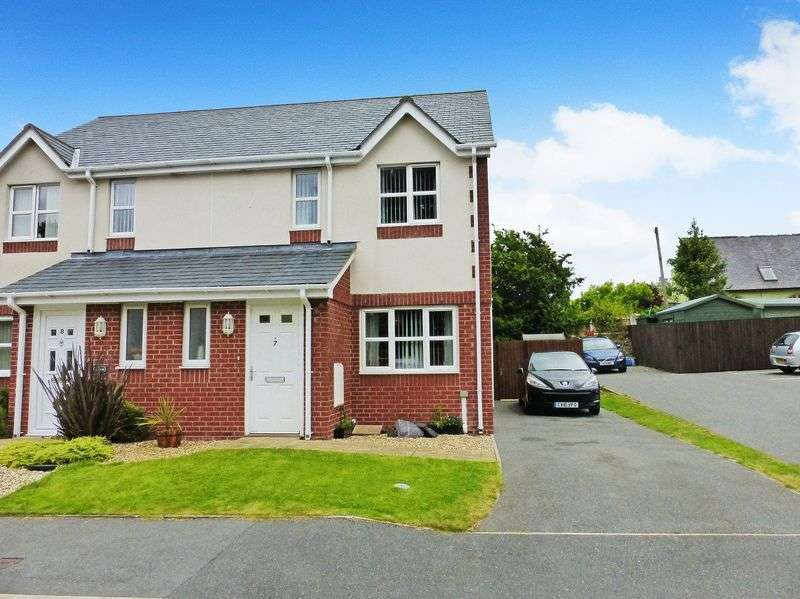 3 Bedrooms Semi Detached House for sale in Llanddaniel