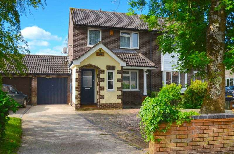 4 Bedrooms Semi Detached House for sale in Poplar Close, North Common, Bristol, BS30 5NW