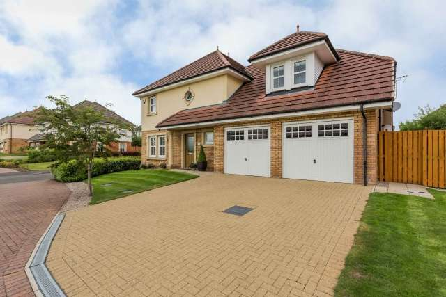 4 Bedrooms Detached House for sale in Newlandcraigs Avenue, Elderslie, Johnstone, PA5 9BJ